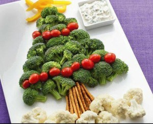 christmas-tree-made-out-of-veggies